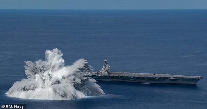 Navy feuert Tausende von Pfund Sprengstoff in der Nähe der USS Gerald R. Ford ab und erzeugt eine Explosion, die einem Erdbeben der Stärke 3,9 entspricht, um die Fähigkeit des Trägers zu testen, im Kampf einen Treffer zu erzielen